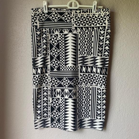 LuLaRoe Dresses & Skirts - LuLaRoe Cassie Medium. Fun Aztec Design!